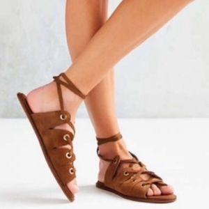 URBAN OUTFITTERS Bonnie tan suede rivet sandals